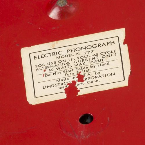 "A blue painted Spears Products Inc. ""tin"" electric phonograph. 115伏,美国插头。工作原理未经测…"