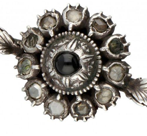 Silver antique flower shaped brooch set with diamond/glass and onyx 835/1000. Se…