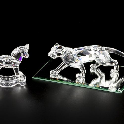 (3) piece lot of Swarovski miniatures 包括一个摇摆的马,猎豹和一个镜子托盘。估计:10 40欧元。