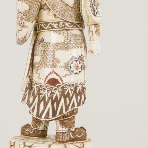 A bone sculpture, China, late 20th century. Afm. 59 x 23 cm. Lans is gebroken. G…