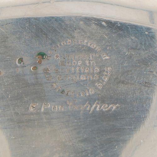 (3) piece condiment set silver plated. Modelo bellamente decorado según un ejemp…
