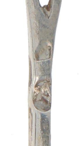 (6) piece set of cocktail sticks, silver. Mit gedrehtem Griff und stilisierten T…