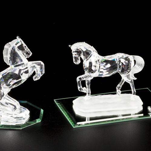 (3) piece lot of Swarovski miniatures 由以下部分组成。2匹马和一个镜台。状况良好。估计:10 40欧元。
