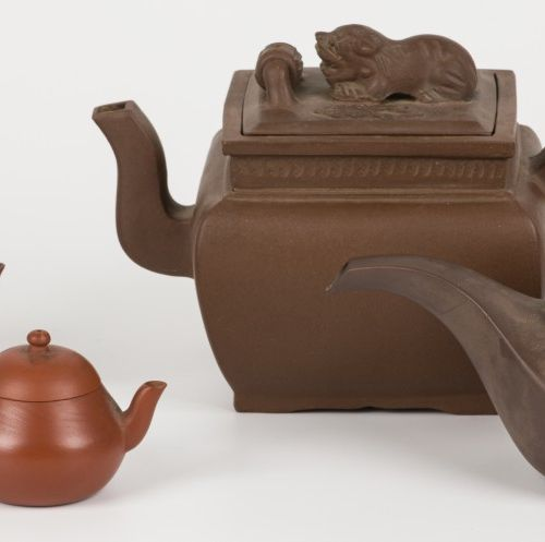 A lot of (4) Yixing teapots. China, 20th century. Diverses conditions.