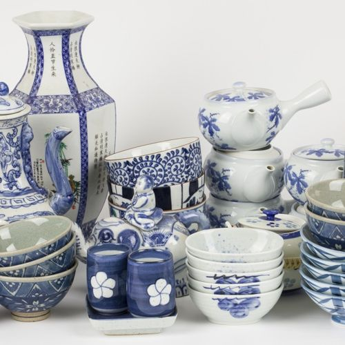 A large lot of various porcelain and earthenware. China/Japan, 20th century. Nul…