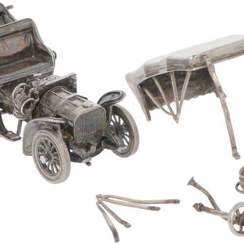 Miniature oldtimer car silver. Mit vielen Details. Italien, 20. Jahrhundert, Pun…