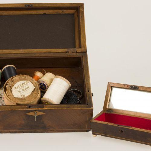 A (2) piece lot comprised of boxes, late 19th century. 由一个装有各种物品的缝纫盒和一个有象牙腿的茶匙盒组…