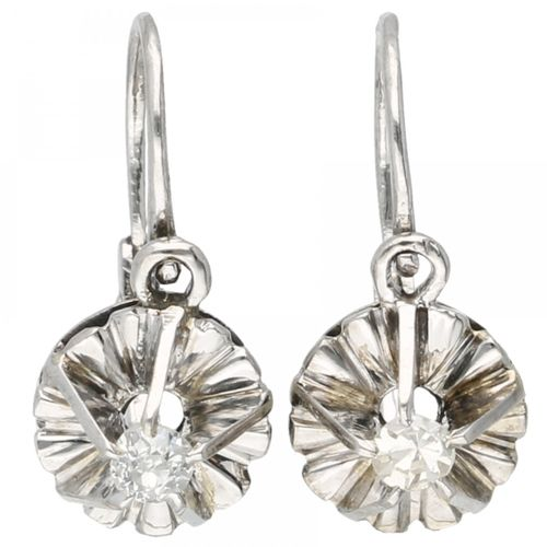 14K. Vintage white gold earrings set with approx. 0.06 ct. Diamond. Serti d'un d…