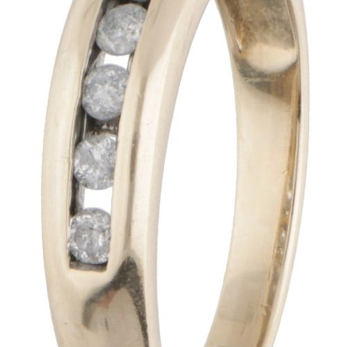 14K. Yellow gold ring set with approx. 0.28 ct. Diamond. Engastado con 7 diamant…