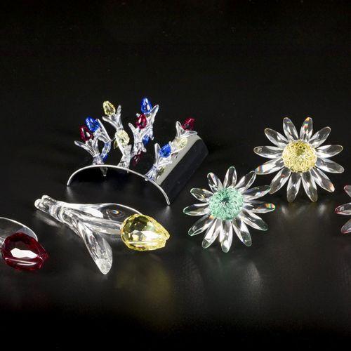 (6) Part lot Swarovski miniatures. 由三朵雏菊(红色,绿色和黄色),一个带小郁金香的支架和两朵郁金香(红色和黄色)组成。都在原…