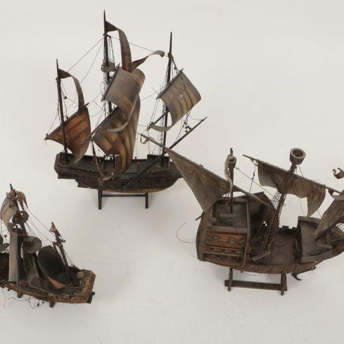 A lot comprised of (3) model ships, 20th century. Eines mit dem Wappen der niede…