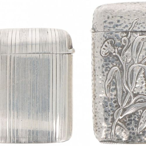 (2) Piece lot of vesta cases silver. 精美的各种设计的模型,其中1个有rocaille装饰。英格兰/荷兰?,伯明翰/?,J …