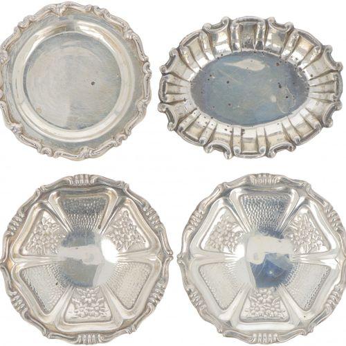 (4) piece lot of bonbon or 'sweetmeat' dishes in silver. In verschiedenen Ausfüh…