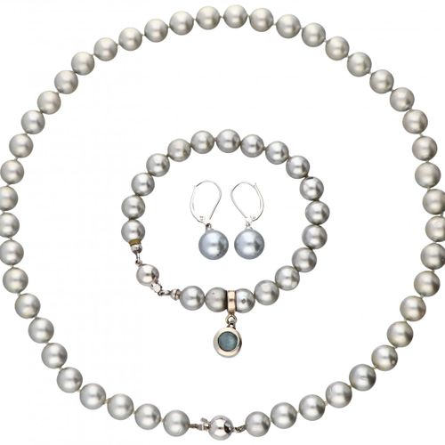 Set of pearl necklace, bracelet and earrings with 14K. White gold closures and p…