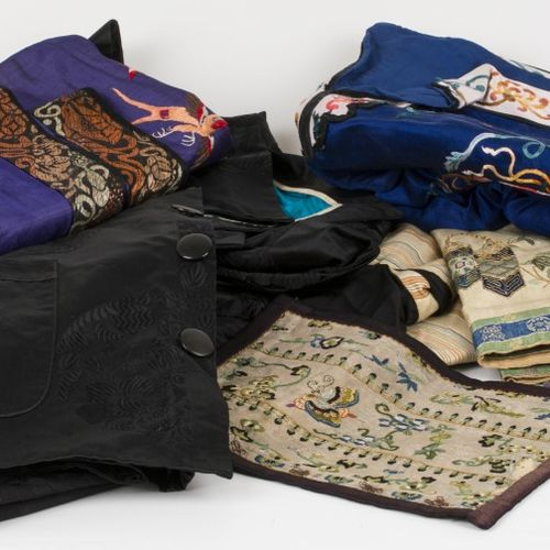A lot comprising various textile fragments, a.W. Silk, China, 20th century. Dive…