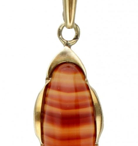 14K. Yellow gold vintage necklace and pendant set with agate. Punzierungen: 585.…