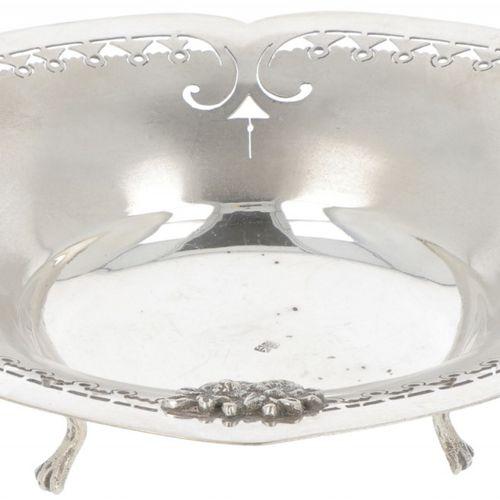 Bonbon or 'sweetmeat' basket silver. Precioso modelo con bordes parcialmente cal…