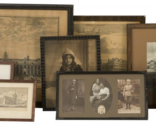 A large lot comprising various prints, photographs and engravings. Différents âg…