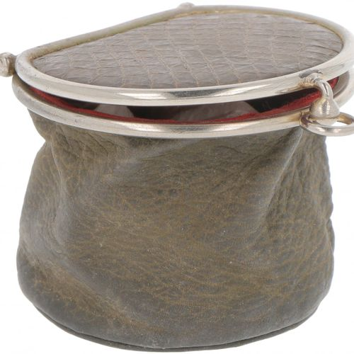 Pin cushion & pouch silver. Coussin à épingles remis à neuf d'un ancien briquet …