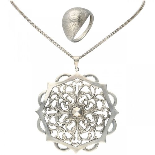 Lot comprising silver necklace with pendant and a dome ring 925/1000 and 835/100…