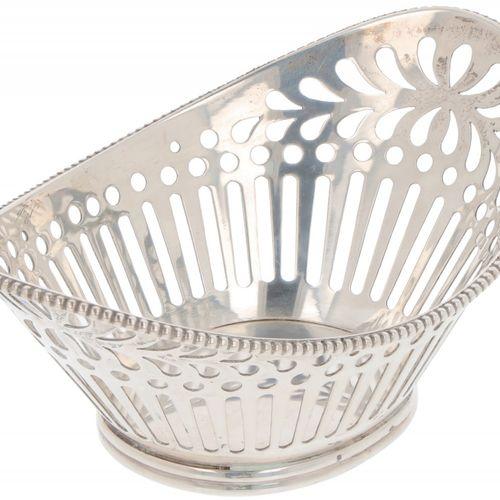Pastille basket silver. Ovales Modell mit durchbrochenem Rand. Niederlande, Scho…