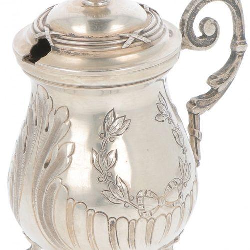 Mustard jar silver. Ejecutado con un vientre convexo y un fondo redondo, de pie …