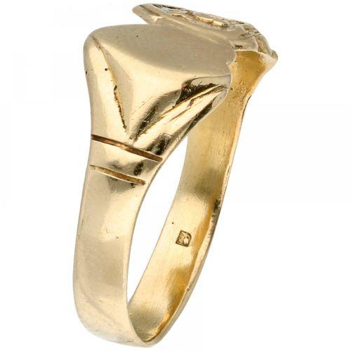 18K. Yellow gold vintage double heart signet ring. Einschließlich eines Herzens …