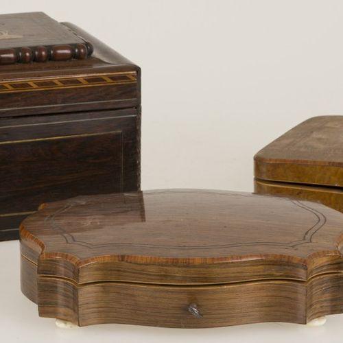 A lot of (3) various cases, 20th century. Une boîte de jeu avec divers compartim…