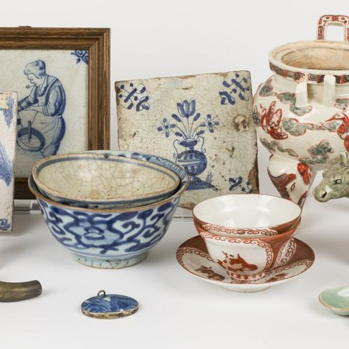 A lot of various porcelain and earthenware. Null