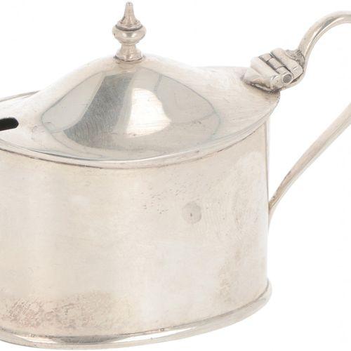 Mustard pot silver. Ovales Modell mit blauem Glaseinsatz und gelötetem Griff. Ve…