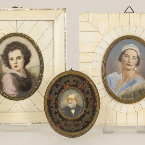 A lot of (5) various miniatures, France, 1st half of the 20th century. 其中有四幅骨质贴面…