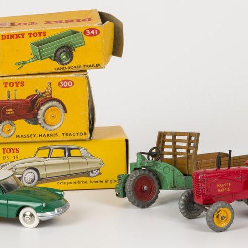 (5) piece lot Dinky toys Comprenant : 300 tracteur Massey Harris avec boîte d'or…