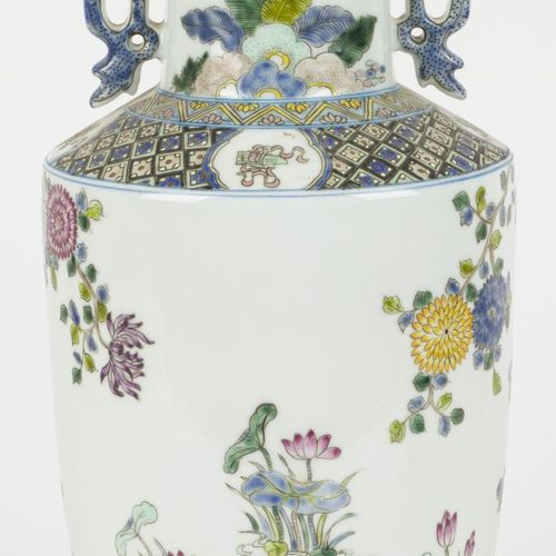 A porecelain vase decorated with peonies and birds. China, 2nd half 20th C. Mark…