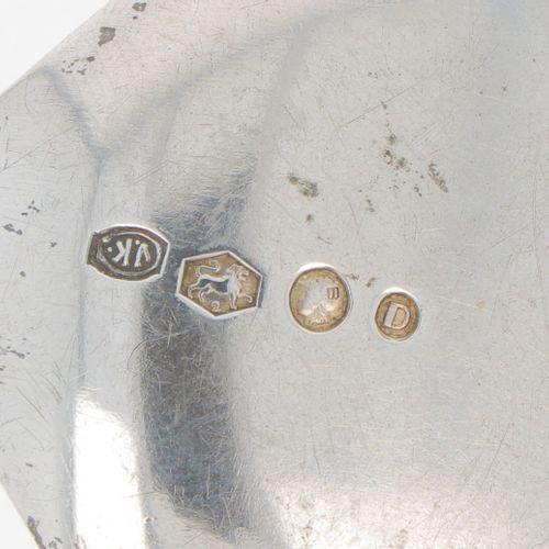Pastry scoop silver. 执行的是风格化的裂片形状。荷兰,Zeist, Gerritsen & van Kempen, 1938年,标记。Lee…