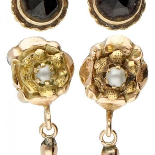 Lot of two pairs of antique 14K. Yellow gold earrings set with garnet and seed p…