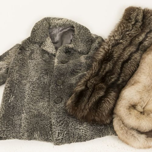 A lot comprised of (3) various fur clothing items, jacket and (2) stola's, 20th …