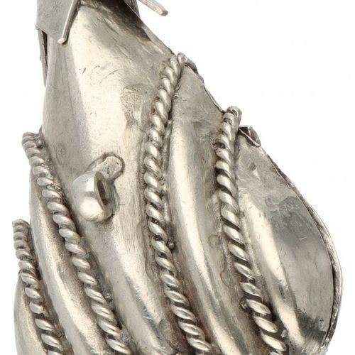 Silver drop shaped pomander pendant 835/1000. Mit Kordelverzierung. Punziert: ZI…