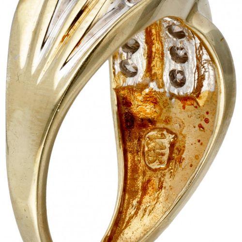14K. Yellow gold criss cross ring set with approx. 0.32 ct. Diamond. 印记:585,14K。…