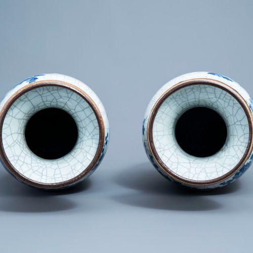 Une paire de vases en porcelaine de Chine bleu et blanc dite 'de Nankin' à décor…
