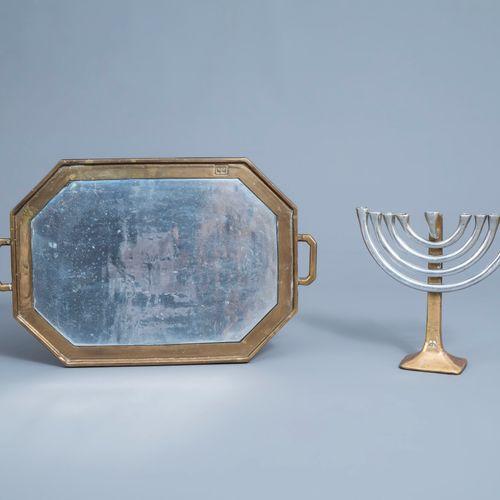 David Marshall (1942): Une menorah ou candélabre à sept branches en aluminium et…
