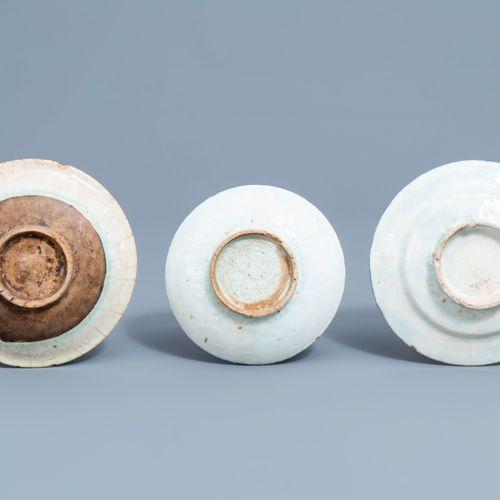 Huit pièces en céramique persane Safavid et Qajar, 17ème et après H.: 26 cm (the…
