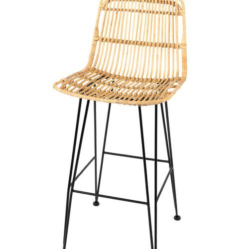 En provenance de l'ancien siège de GUERLAIN Chaise haute piètement métal, assise…