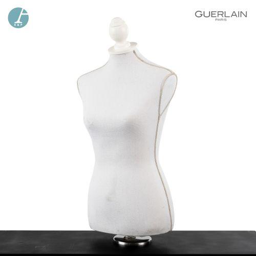 En provenance de l'ancien siège de GUERLAIN Lot de deux mannequins, modèles diff…