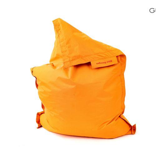 En provenance de l'ancien siège de GUERLAIN Lot comprenant un pouf en tissu oran…