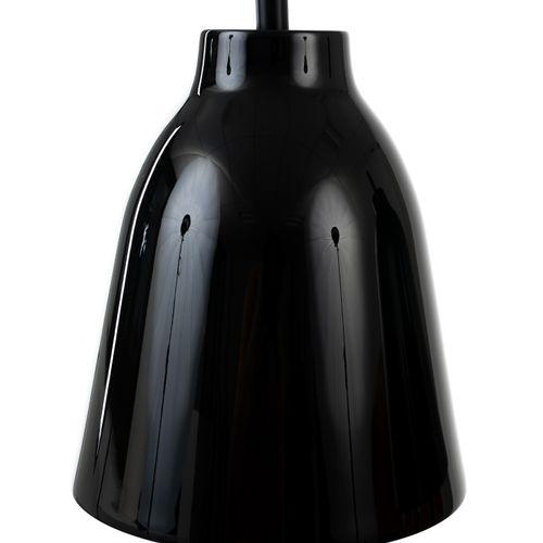 En provenance de l'ancien siège de GUERLAIN Paire de lampes en métal laqué noir.…