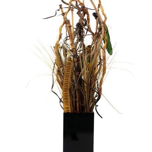 En provenance de l'ancien siège de GUERLAIN Vase en plastique noir avec une comp…