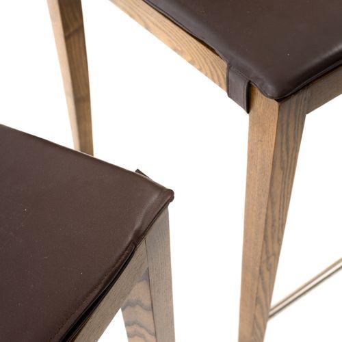 En provenance de l'ancien siège de GUERLAIN Paire de chaises hautes en bois natu…