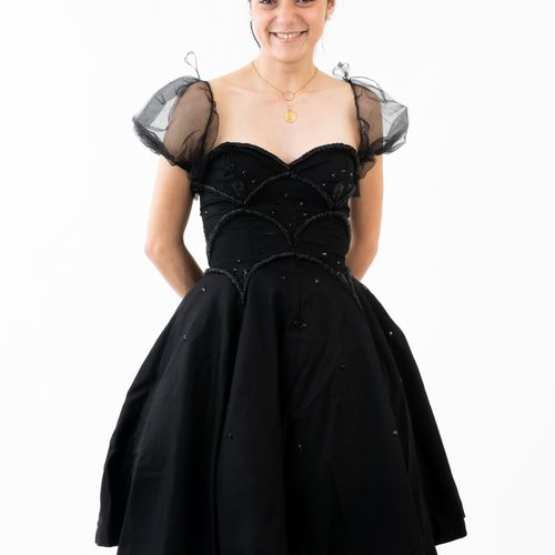 En provenance de l'ancien siège de GUERLAIN Alexis MABILLE, robe du soir en tiss…