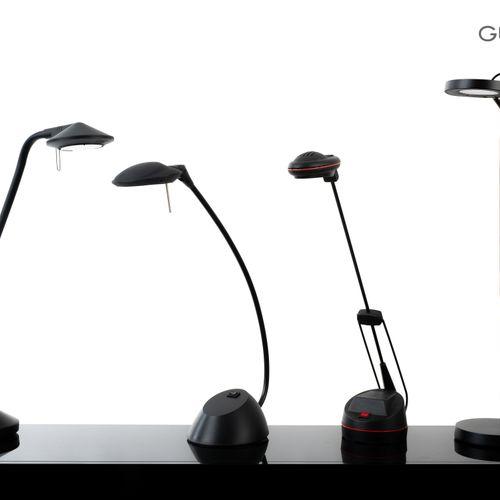 En provenance de l'ancien siège de GUERLAIN Lot de quatre lampes de bureau artic…