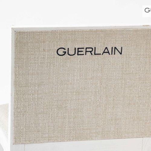 En provenance de l'ancien siège de GUERLAIN Chaise en bois laqué blanc, garnitur…
